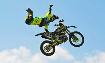 Freestyle motocross e motocross acrobatico: lo spettacolo del team FMX INTERNATIONAL